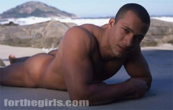 Sexy Brazilian hunk Paolo gets naked on the beach